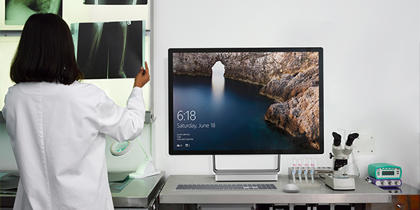 Surface Devices Improve Physicians' Workflows