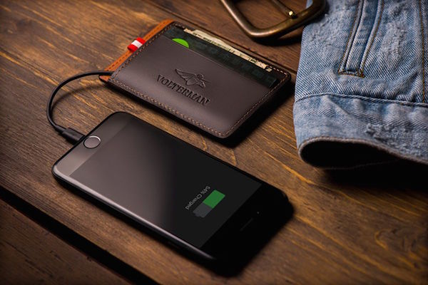 CROWDFUNDED SMART WALLET CHARGES, GIVES WI-FI, HAS THEFT DETECTION AND MORE