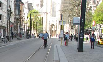 fietser in Limburgstraat