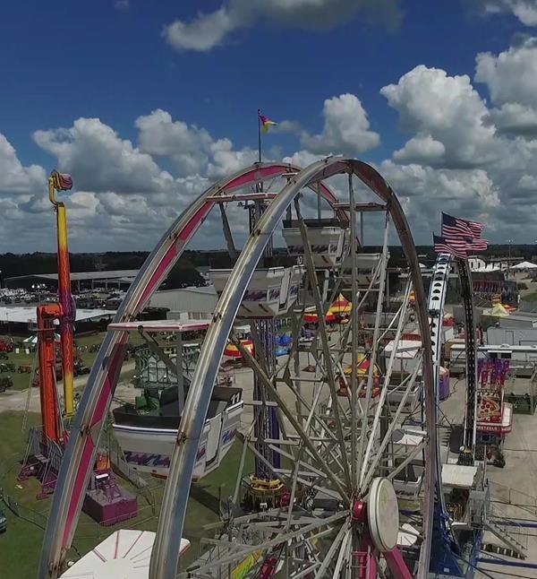 A tall ferris wheel at the Washington County Fair