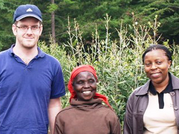 Chris Smith, a Kenyan farmer and Joan Gichuki. © WLT/Natalie Singleton.