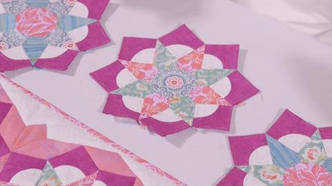 Tudor Rose Table Runner – Part 2 Curved Pieces with Nancy Adamek