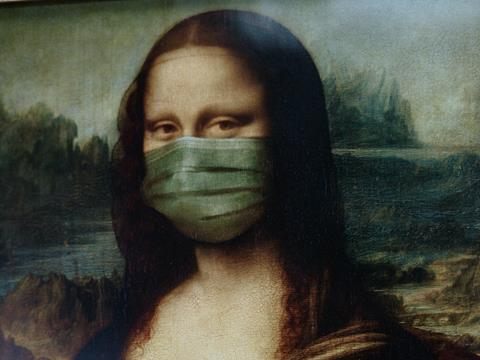Picture of the Mona Lisa wearing a COVID face mask