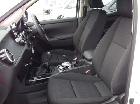 2018 Mercedes X250 Front seats