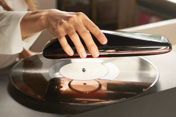 THE WORLD'S FIRST SMART TURNTABLE IS TURNING HEADS ON KICKSTARTER