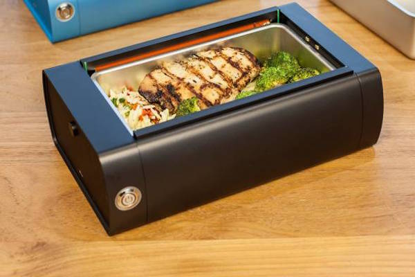 A WIRELESS LUNCHBOX THAT HEATS UP YOUR MEAL IN 15 MINUTES