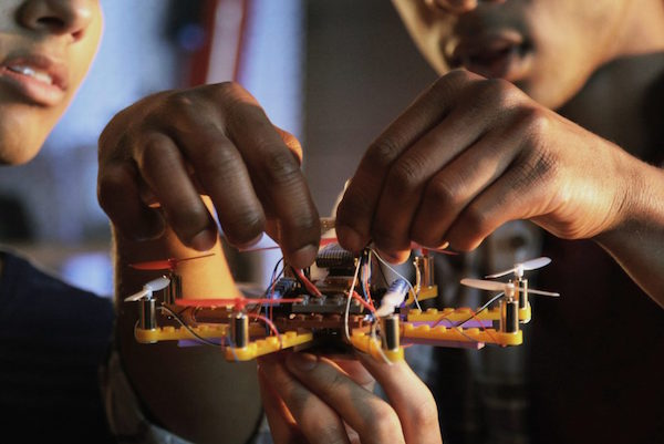 DIY LEGO DRONES ARE OFFICIALLY A THING