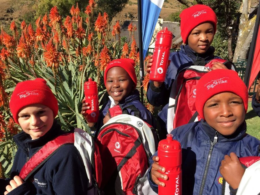 Nieuwsbrief Out in Africa - Last minute reizen, scholenproject, kinderen, beanies, Big 5 Hike, Drakensbergen, Zuid-Afrika
