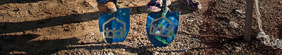 Imagen de dos palas con logotipos de Burbank Housing