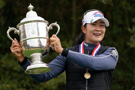 Kim A-lim holding trophy after winning U.S. Open
